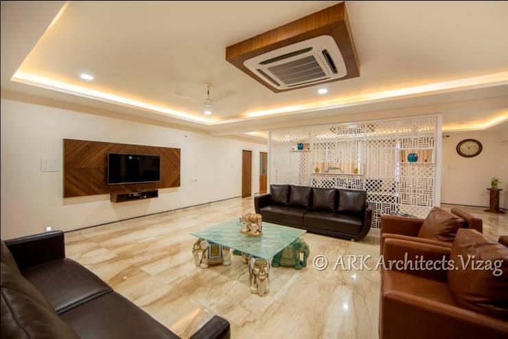 Hall:  Corridor & hallway by ARK Architects & Interior Designers