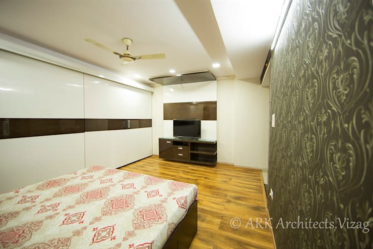 Bedroom:  Bedroom by ARK Architects & Interior Designers