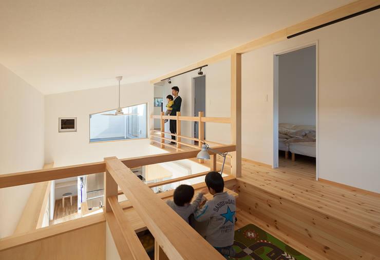 modern Media room by 田村の小さな設計事務所
