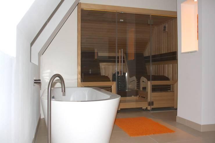 Sauna im Badezimmer von Wellness & More GmbH | homify