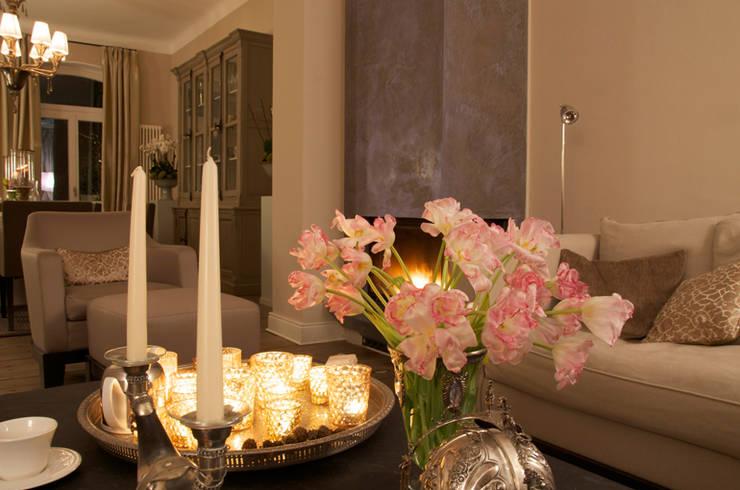 Living room by CONSCIOUS DESIGN - INTERIORS, Classic