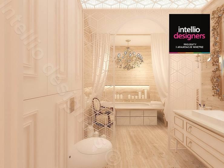 Pałacowa łazienka: styl , w kategorii Łazienka zaprojektowany przez Intellio designers