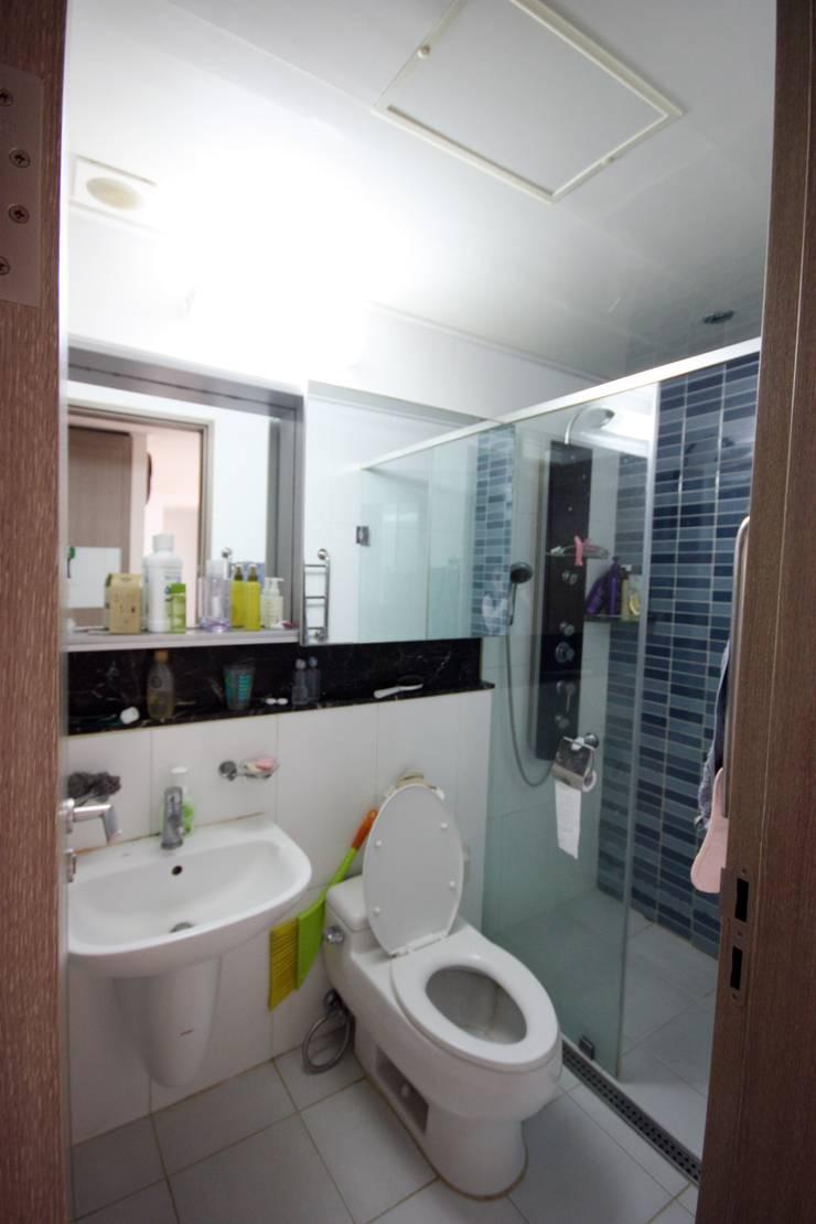 [홈라떼]깔끔하고 모던한 26평 신혼집 홈스타일링: homelatte의  욕실