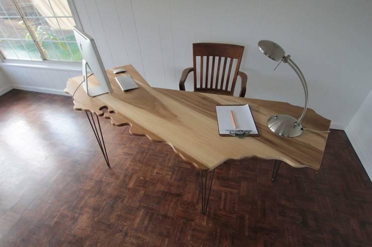 GNC Ahşap Tasarım Orman Ürn. Mimarlık ve Peyzaj San. Tic Ltd. Şti. – Doğal Ahşap Ofis Masası:  tarz Ev İçi