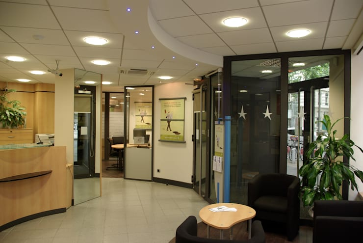 Hall d'entrée, accueil: Espaces commerciaux de style  par Pierre Bernard Création,