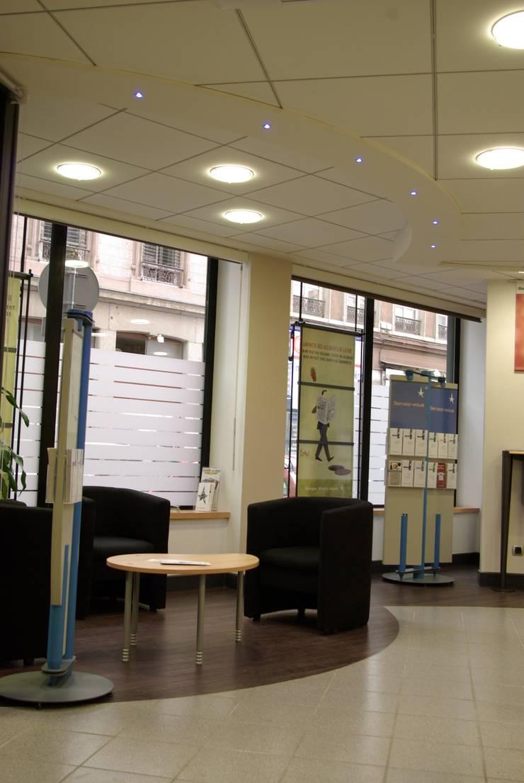 Espace attente: Espaces commerciaux de style  par Pierre Bernard Création,
