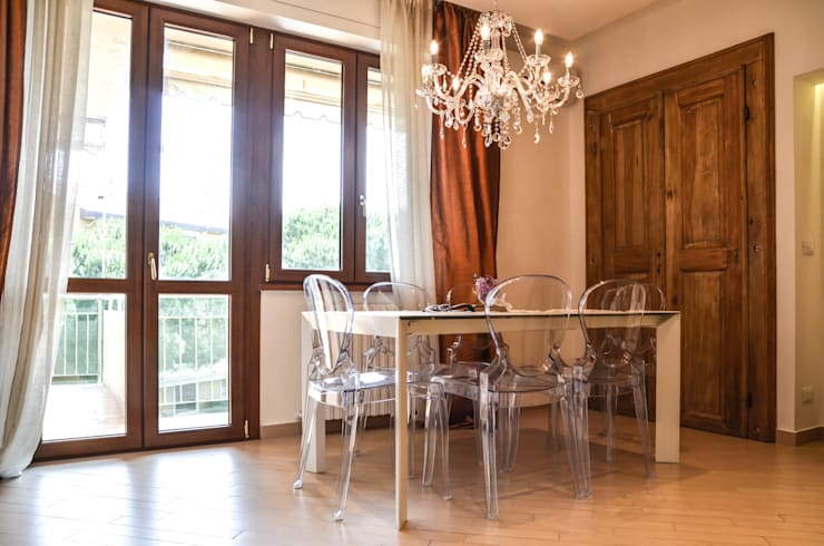 Minimal Living Vs. Liberty!: Sala da pranzo in stile  di LB Design e Allestimenti