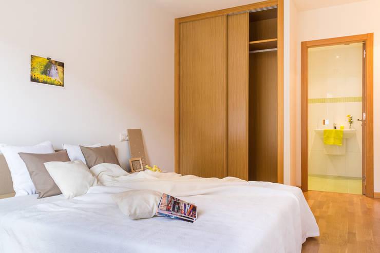 Dormitorios de estilo moderno por homify