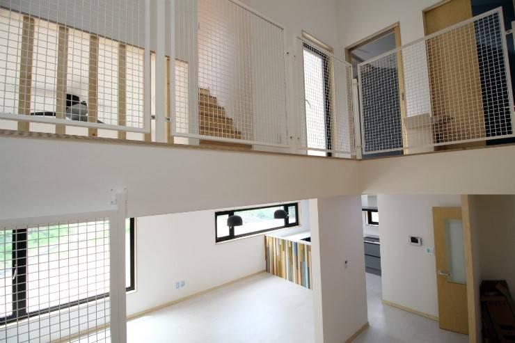 경기도 광주 퇴촌 전원주택: 봄 하우스플랜 의  거실