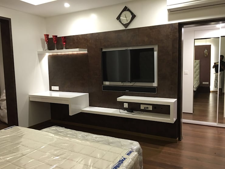 Master bedroom TV unit: modern Bedroom by Studio Stimulus