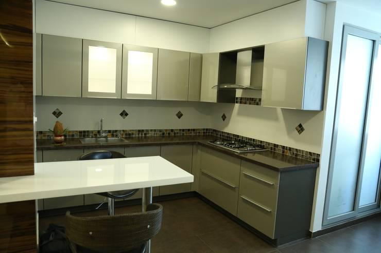 Kitchen:  Kitchen by Studio Stimulus