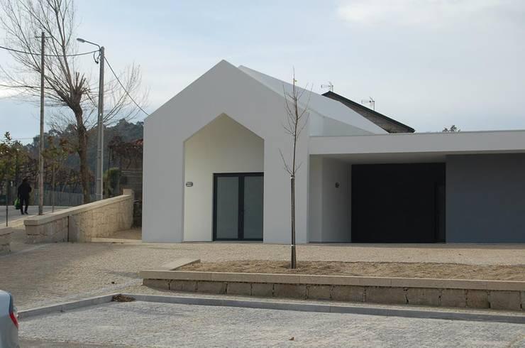 Capela e Salas de Catequese Borba:   por Engebasto - Atividades de Engenharia e Arquitetura, Lda