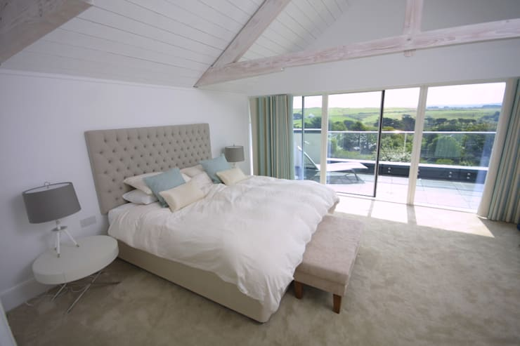 REPLACEMENT DWELLING, CORNWALL:  Bedroom by Arco2 Architecture Ltd