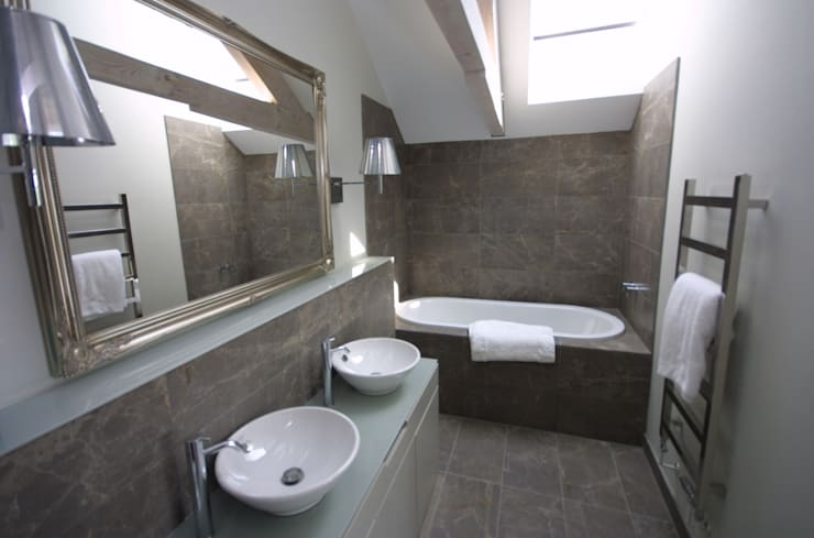 REPLACEMENT DWELLING, CORNWALL:  Bathroom by Arco2 Architecture Ltd