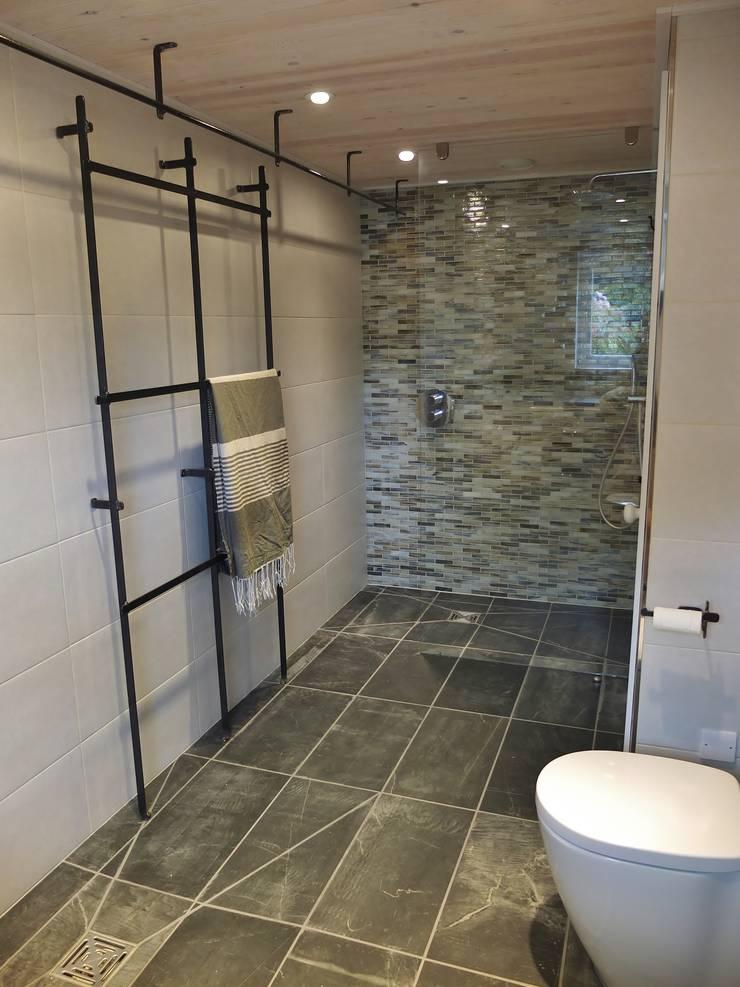 Ванные комнаты в . Автор – Arco2 Architecture Ltd, Модерн