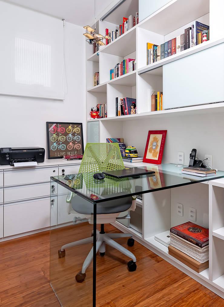 Bureau moderne par Ambienta Arquitetura Moderne