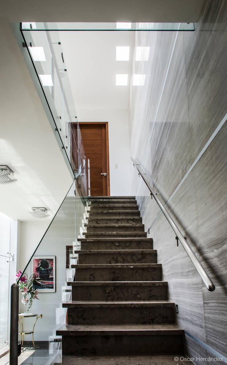 CASA ALTARIA / FERNANDO GONZALEZ:  de estilo  por Oscar Hernández - Fotografía de Arquitectura