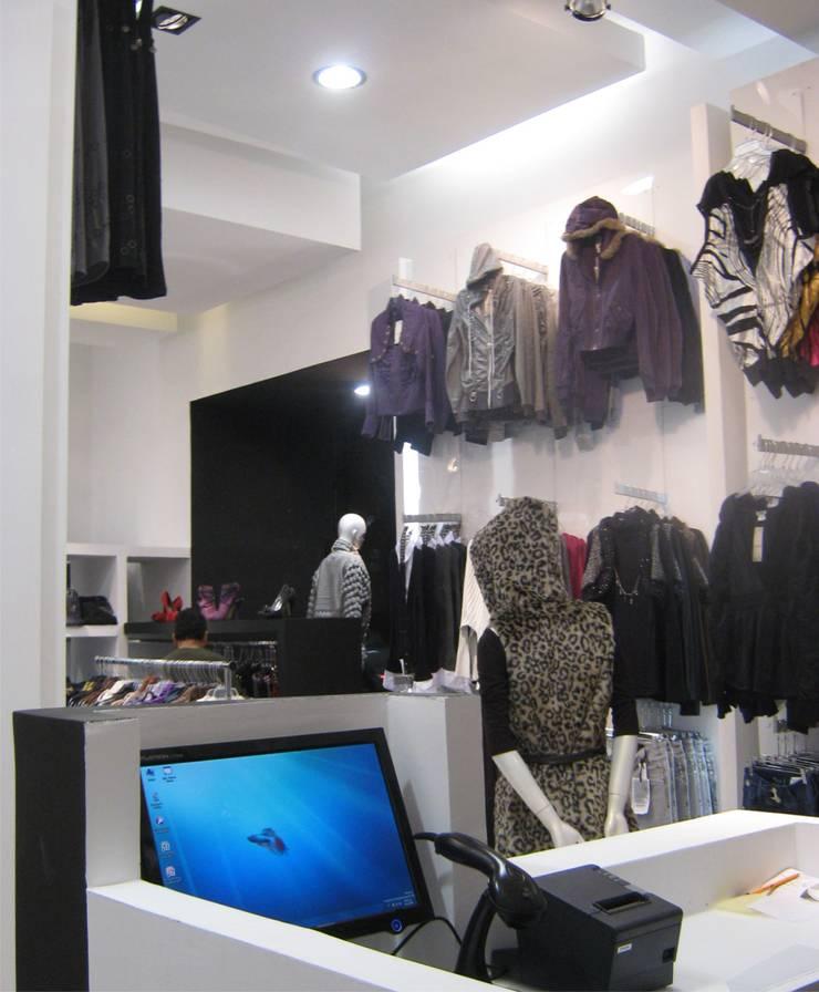 Boutique Yatzelli Espacios comerciales de estilo minimalista de IPALMA ARQUITECTOS Minimalista