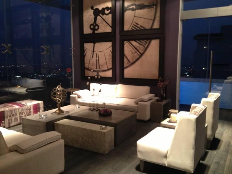 SALA PRINCIPAL: Salas de estilo  por ENSAMBLE STUDIO