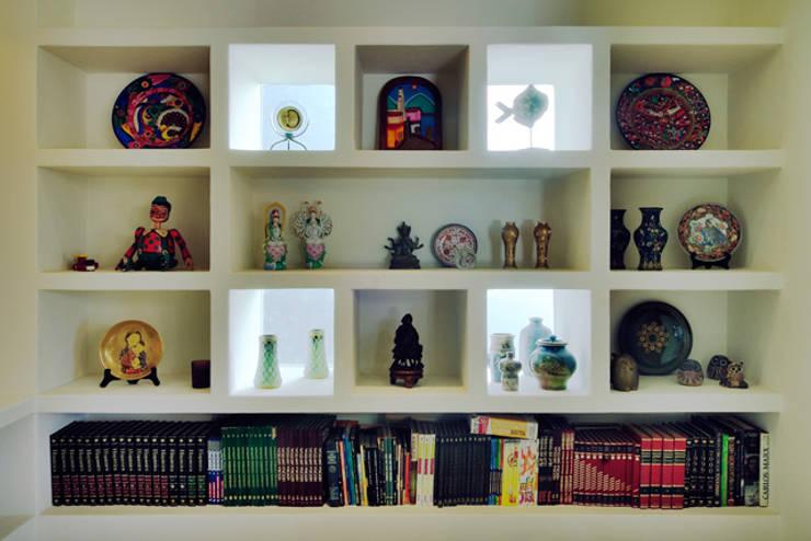 librero: Estudios y oficinas de estilo  por Excelencia en Diseño