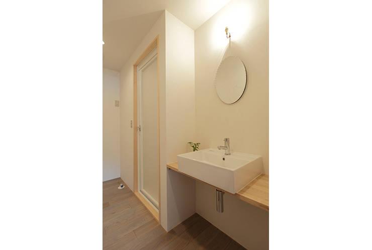 古江西の家Ⅰ: SWITCH&Co.が手掛けた浴室です。