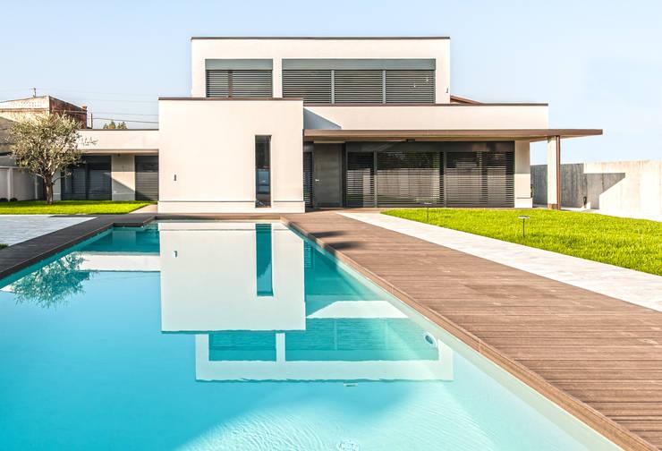 Progettazione e realizzazione villa moderna: Case in stile  di Arch. Paolo Bussi