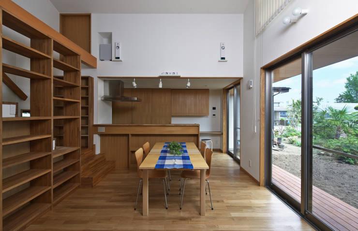 Comedores de estilo ecléctico de かんばら設計室 Ecléctico
