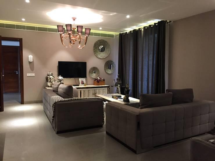 Bedroom by QBIX DESIGNS