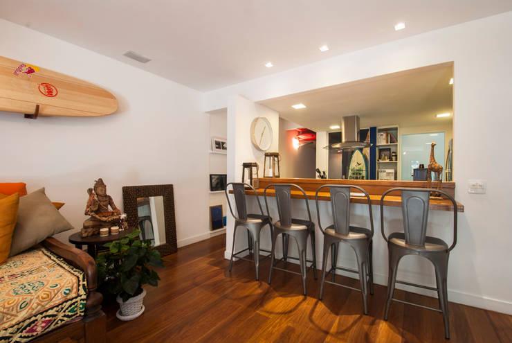PARTAMENTO JARDIM OCEÂNICO | Sala: Salas de jantar  por Tato Bittencourt Arquitetos Associados