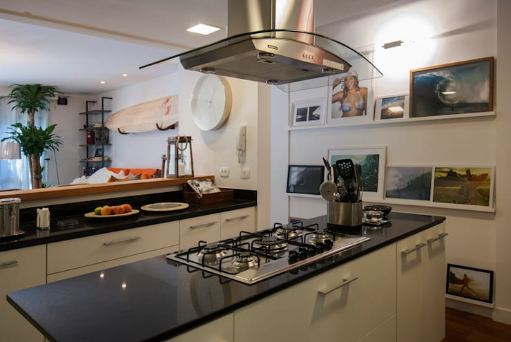 APARTAMENTO JARDIM OCEÂNICO | Cozinha: Cozinhas  por Tato Bittencourt Arquitetos Associados