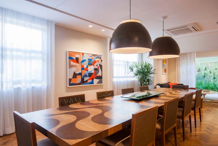 RESIDÊNCIA EURICO CRUZ | Sala Jantar: Salas de jantar  por Tato Bittencourt Arquitetos Associados