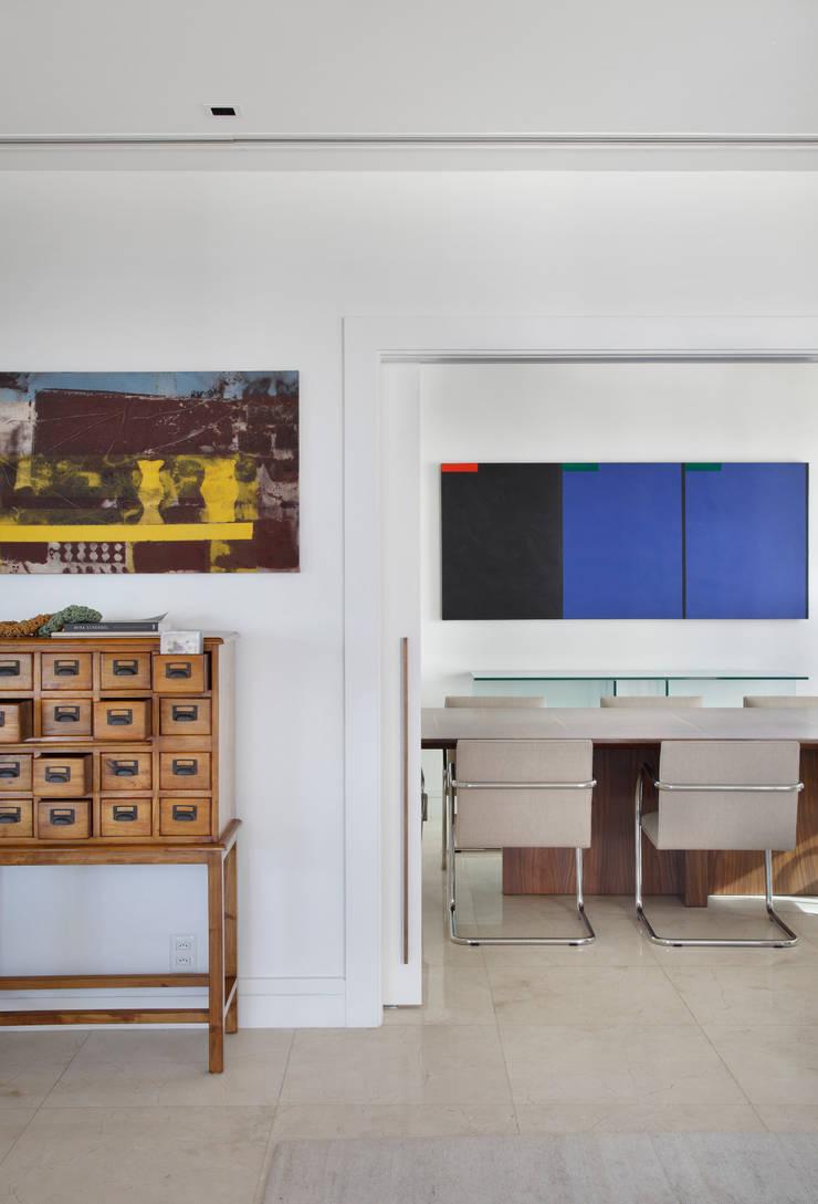 Wohnzimmer von Gisele Taranto Arquitetura,