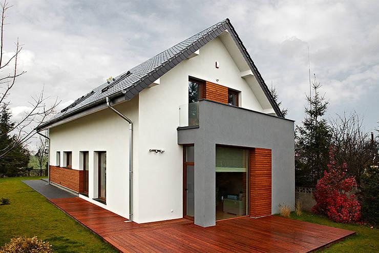 Realizacja projektu Amelia: styl , w kategorii Domy zaprojektowany przez Biuro Projektów MTM Styl - domywstylu.pl