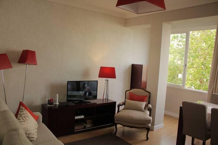 Sala de Estar/Jantar: Salas de estar  por Oficina Rústica (OFR Unipessoal Lda)