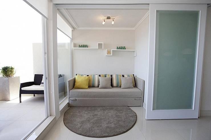 Terraza Pacifico 2 dormitorios: Salas de estilo  por VdecoracionesCL