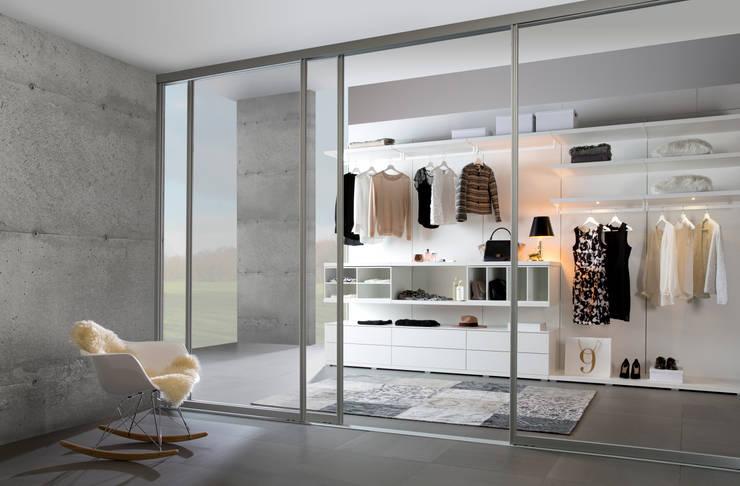 Closets de estilo  por Bauer Schranksysteme GmbH