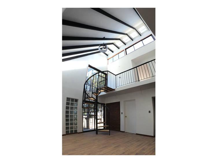 Casa Neff: Livings de estilo moderno por Herman Araya Arquitecto y constructor