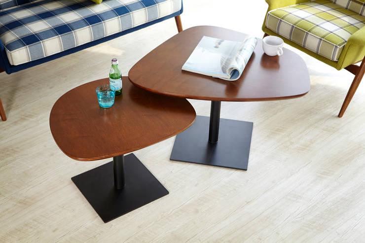 Miler Walnut SofaTable: MöBEL-CARPENTER (모벨카펜터)의  거실