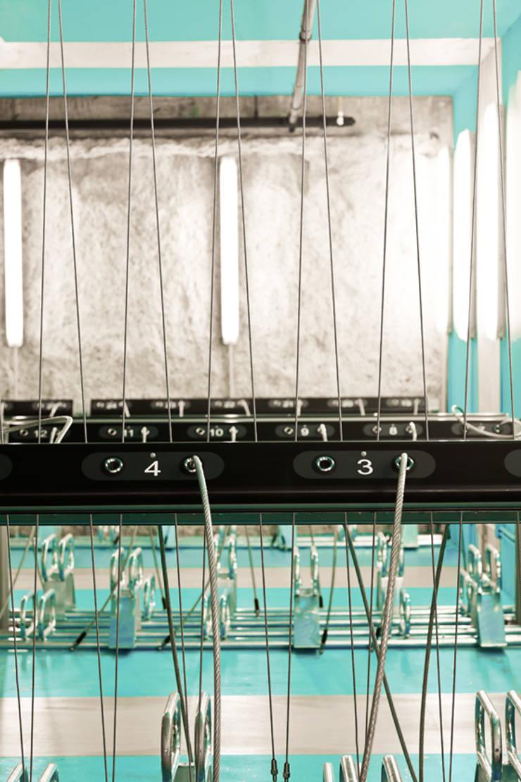 Car Dealerships by Iglesias-Hamelin Arquitectos c.b., Industrial Metal