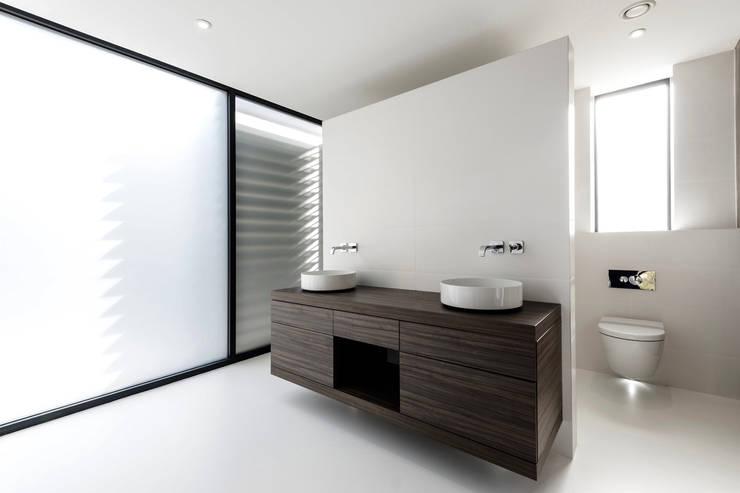 Bathroom by David James Architects & Partners Ltd,