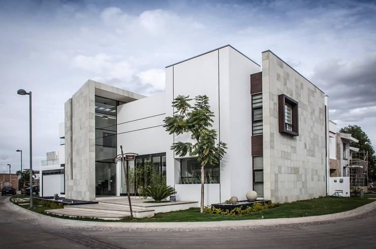 CASA ALTARIA / D + G ARQUITECTOS:  de estilo  por Oscar Hernández - Fotografía de Arquitectura