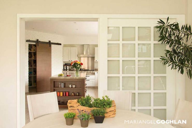 Antecomedor cocina: Comedores de estilo  por MARIANGEL COGHLAN