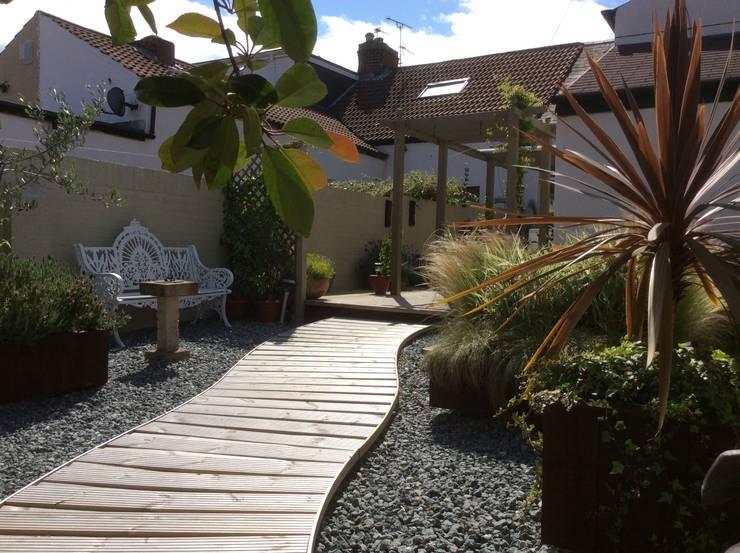 Cottage Garden Transformation:  Garden by Elephant Interior Exterior Design