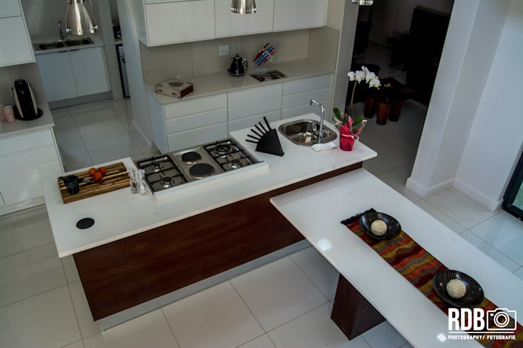 Mr & Mrs Du Plessis Project—The Hills Estate, Pretoria:  Kitchen by Ergo Designer Kitchens and Cabinetry, Modern Wood Wood effect