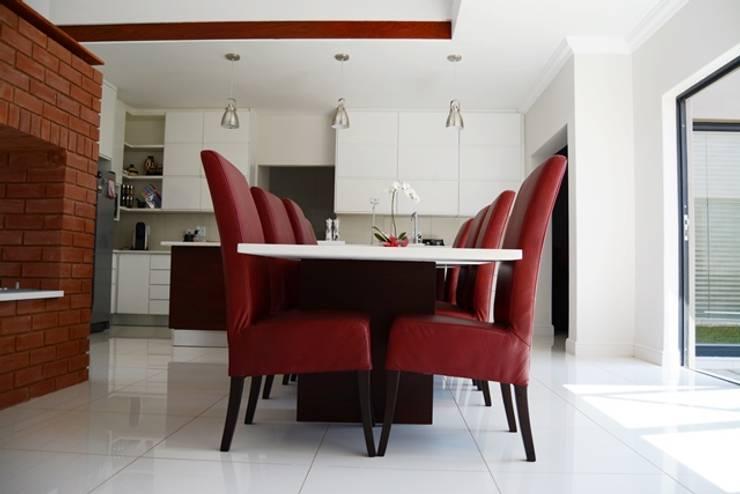 Mr & Mrs Du Plessis Project—The Hills Estate, Pretoria:  Kitchen by Ergo Designer Kitchens and Cabinetry