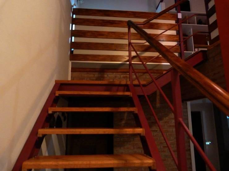 Escalera : Pasillos y vestíbulos de estilo  por Patricio Galland Arquitectura