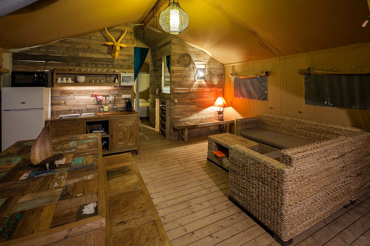 Casa Tuia: Salas de estar  por Hi-cam Portugal
