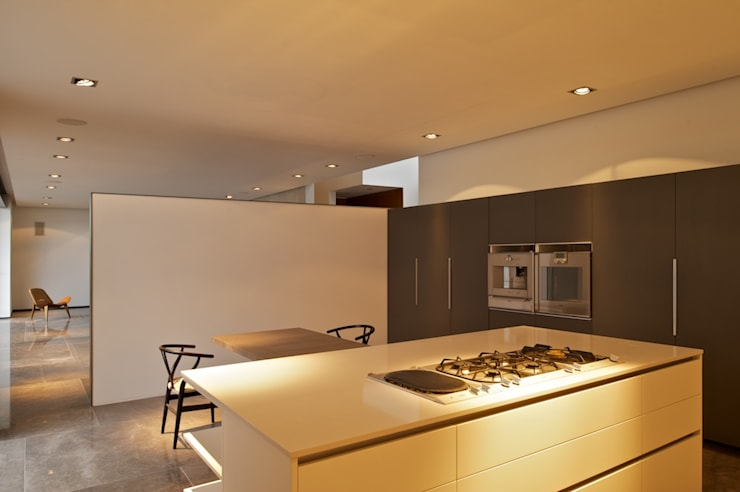 Casa X: Cocinas de estilo moderno por Agraz Arquitectos S.C.