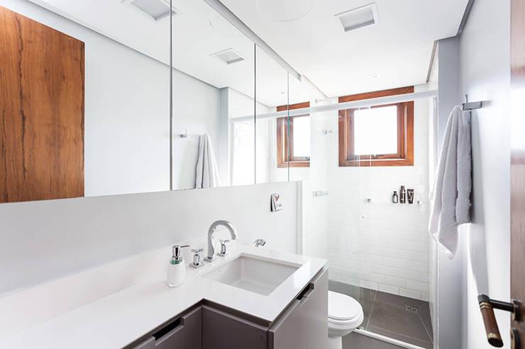 Projekty,  Łazienka zaprojektowane przez Ateliê 7 arquitetura e design integrados