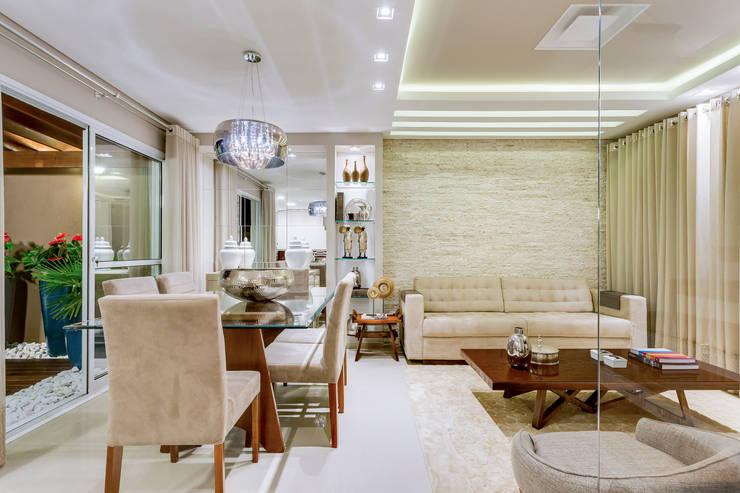 Salas / recibidores de estilo  por Juliana Lahóz Arquitetura